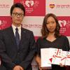 優勝した濱野朋香選手とプレゼンターの八光エルアール株式会社畑中大介様