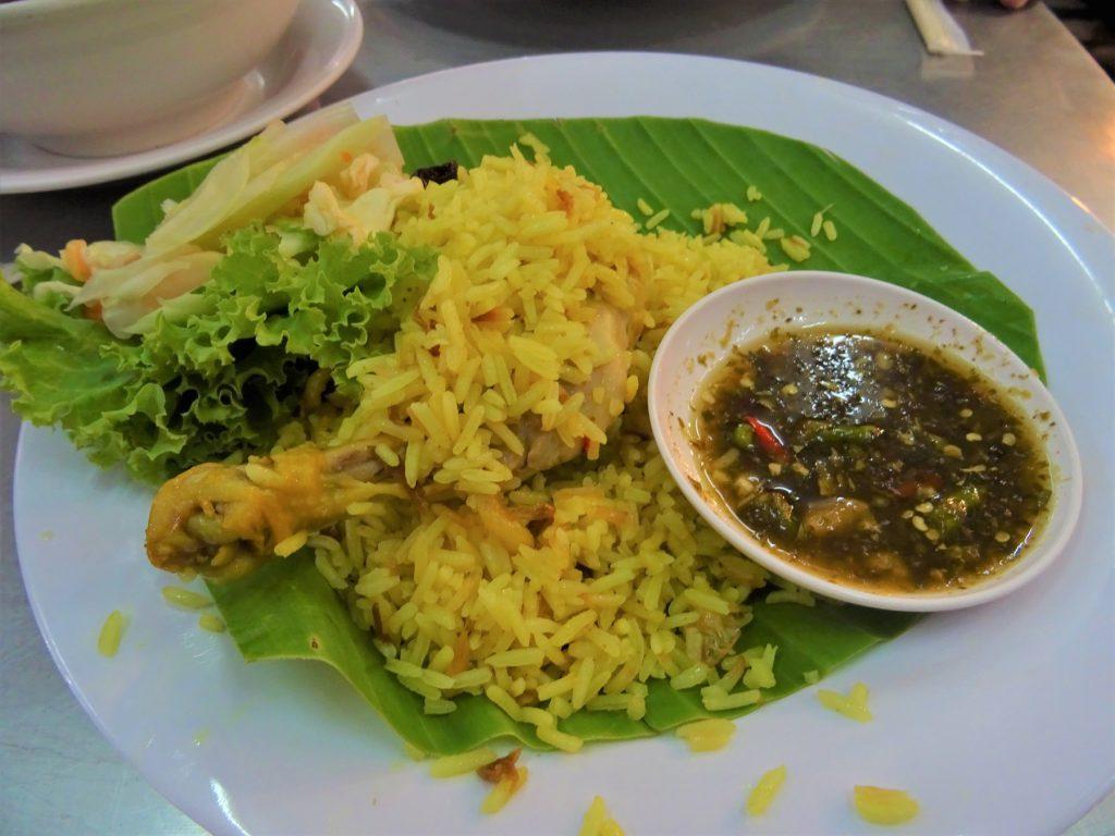 タイでのゴルフがオフの日の観光。チャトゥチャックマーケットの「サマン・イスラム」の名物料理「チキン・ビリヤニ」