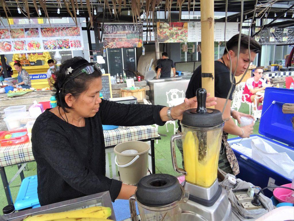 タイでのゴルフで喉が渇いたら…タイ屋台のマンゴー・シェイク