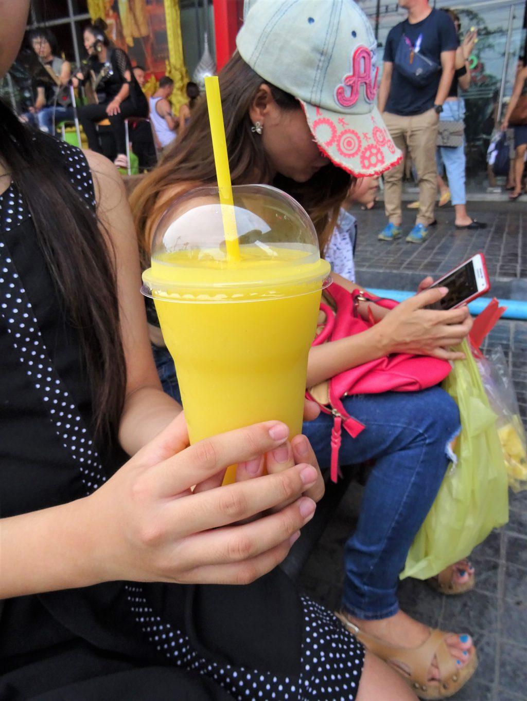 タイでのゴルフで喉が渇いたら…タイの屋台で買ったマンゴー・シェイク
