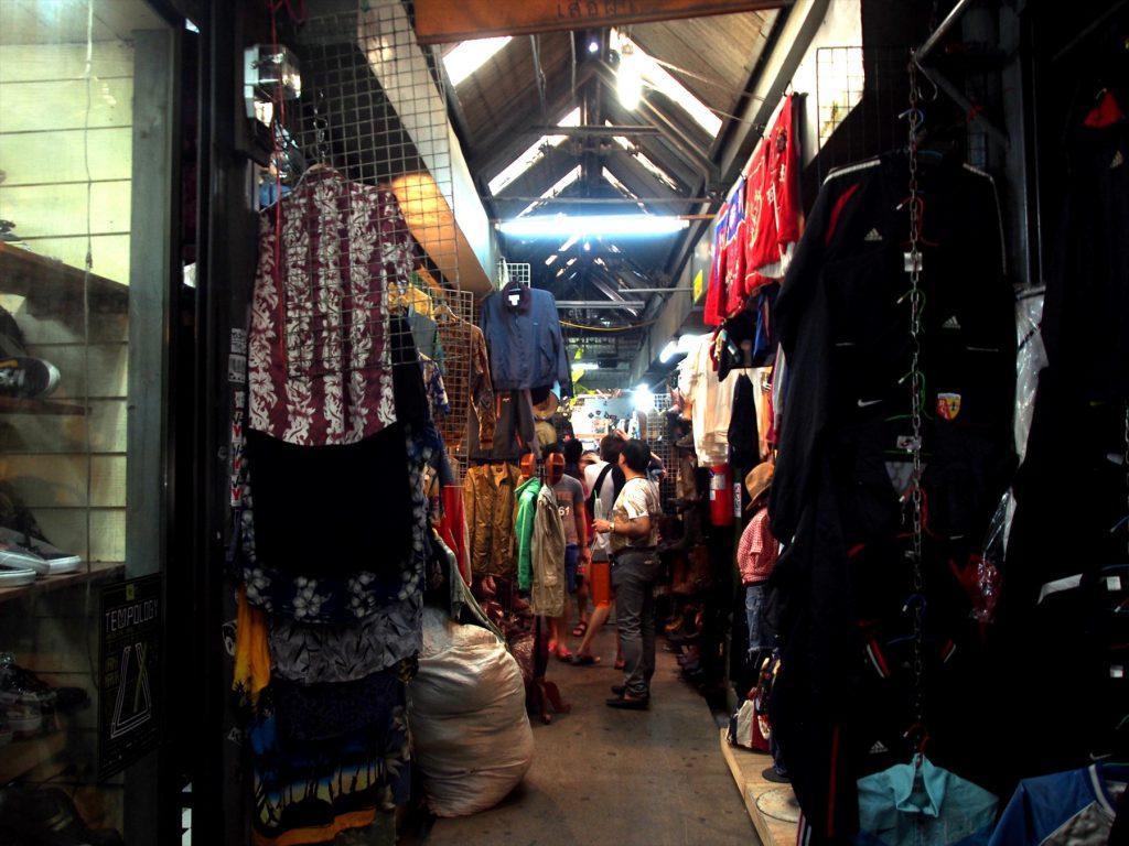 タイでのゴルフがオフの日の観光。チャトゥチャックマーケットの古着屋