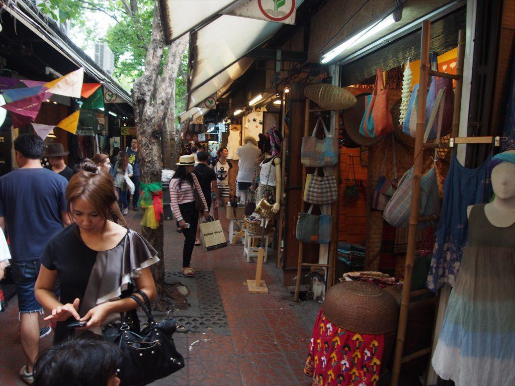 タイでのゴルフがオフの日の観光。チャトゥチャックマーケットのセクション4は日本人バイヤーも注目する、タイ・ファッションの最先端