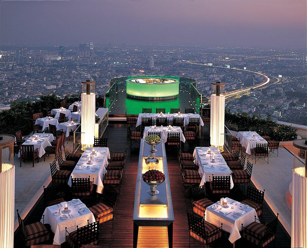 タイでのゴルフの後の1杯。バンコクのルーフトップバー「シロッコ」全景と夕景