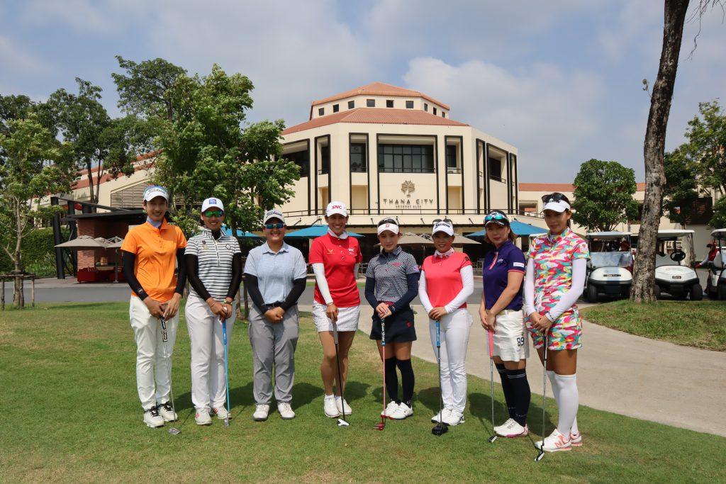 ゴルフタイランドで行く!タイ、バンコクでのゴルフ合宿。「タナシティー」での集合写真