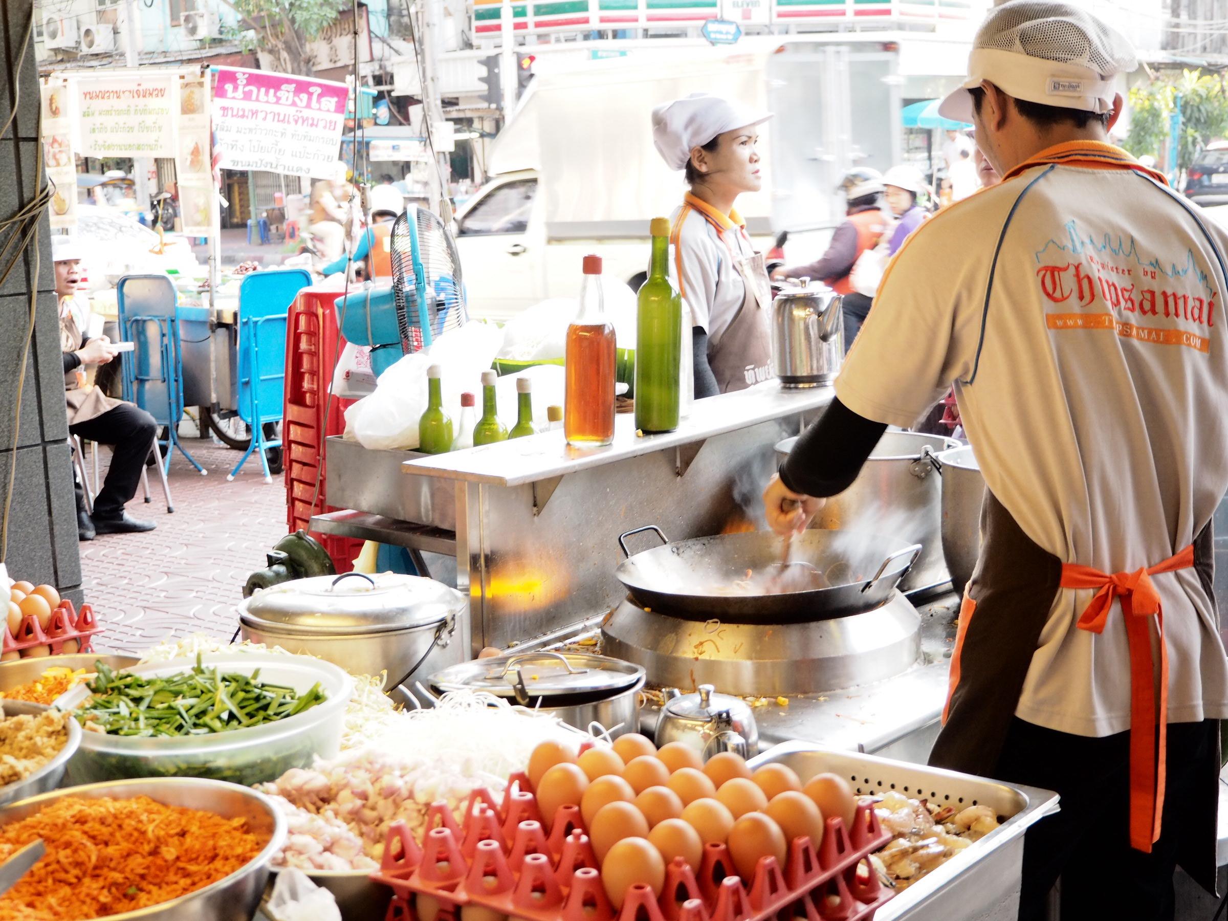 タイの庶民の味パッタイを食べるなら 元祖発祥の店「ティップサマイ」で匠の技を味わおう!