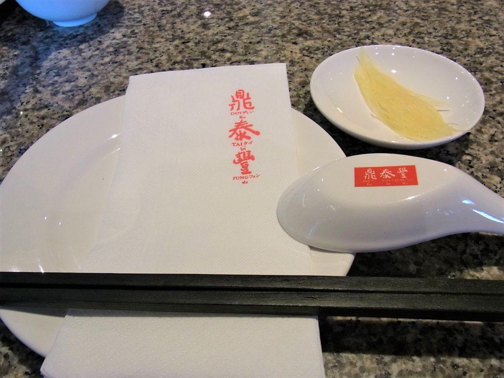 タイ、バンコクにある中華料理店、鼎泰豊(ディンタイフォン)のテーブルセット