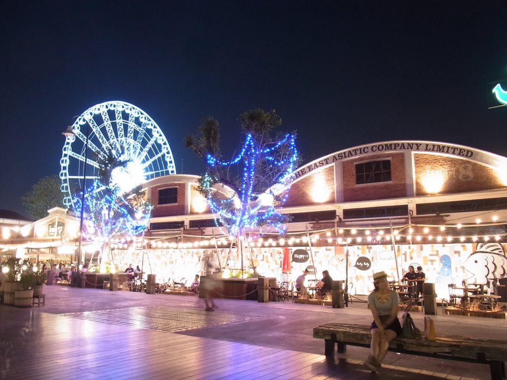 タイ、バンコクのリバーサイドにあるナイトバザール「アジアティーク」の夜景