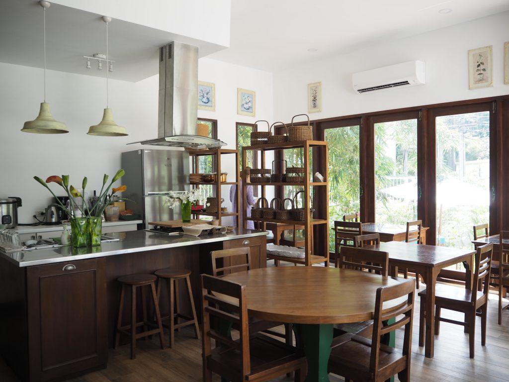 バンコクの米ぬか酵素風呂「サラブラン」のカフェスペース