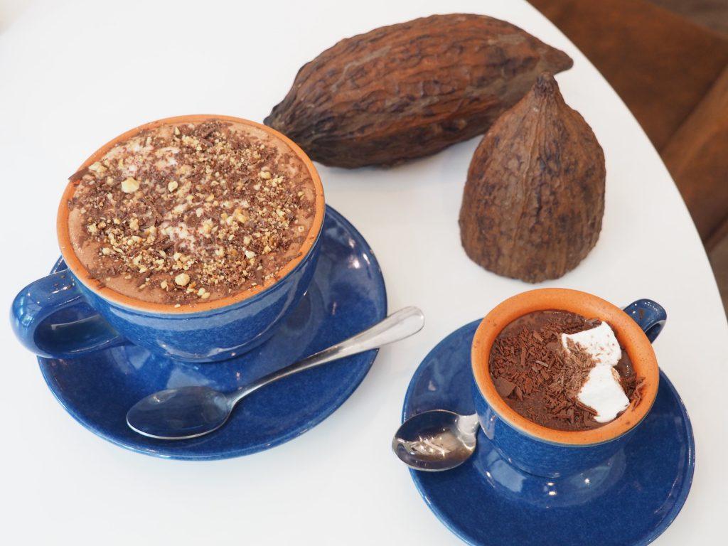タイ産カカオ専門カフェ「KAD KOKOA」のチョコレートドリンク