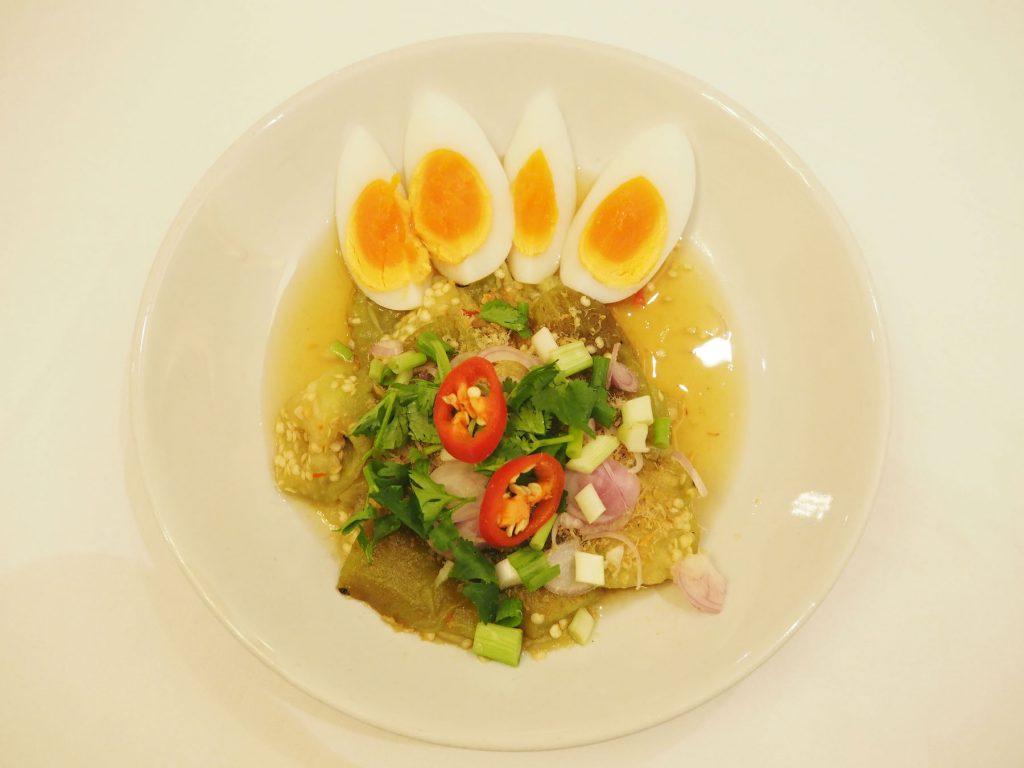 バンコクのタイ宮廷料理店「タンインレストラン」の「ヤムマクアヤーオ」