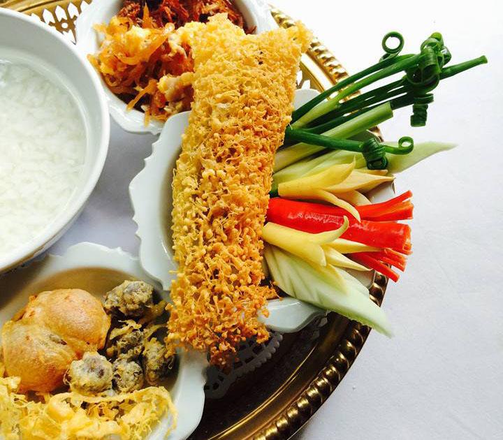 バンコクのタイ宮廷料理店「タンインレストラン」の「カオチェー」