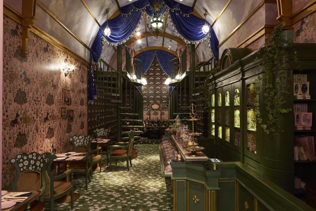 タイの人気ファッションブランド「SRETSIS」が手がけるカフェ「スレトシスパーラー」の内装