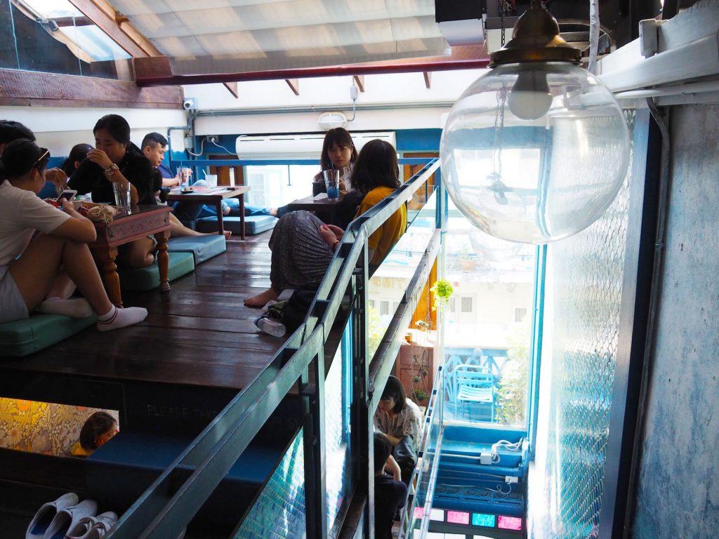 バンコクのカフェ「Blue Whale Maharaj」の3階部分