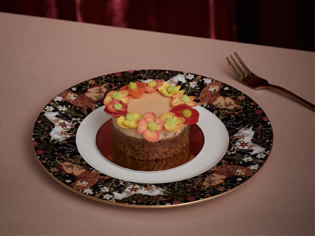 タイの人気ファッションブランド「SRETSIS」が手がけるカフェ「スレトシスパーラー」のロールケーキ