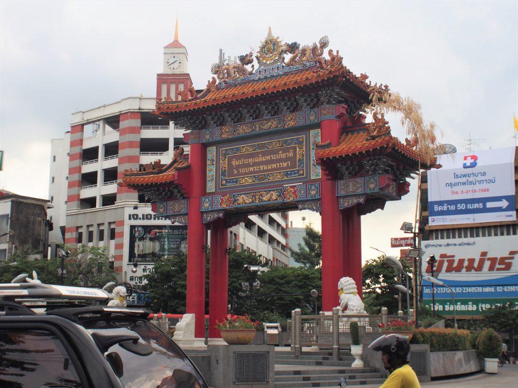中華街「ヤワラー(ヤワラート)」の外れにある「中華街門」