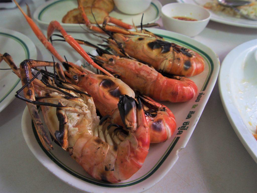 ヤワラー(ヤワラート)の海鮮料理店「T&K」のエビ