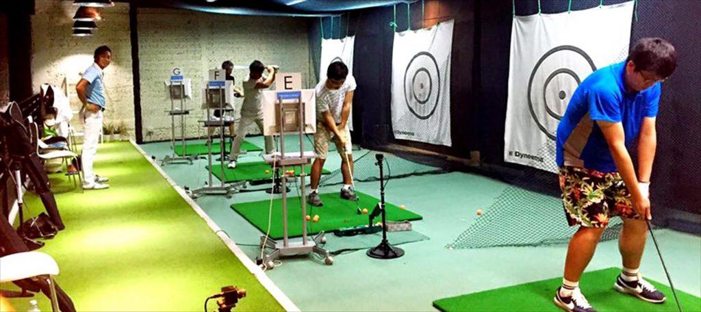 グループレッスンを担当する「ZEN Golfer's Factory」の中村プロ