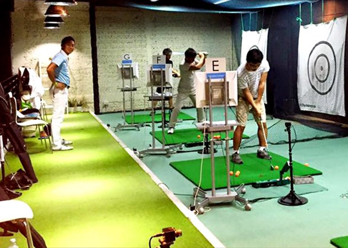 駅直結の屋内にて最新機器でフォームをチェック!「ZEN Golfer's Factory」