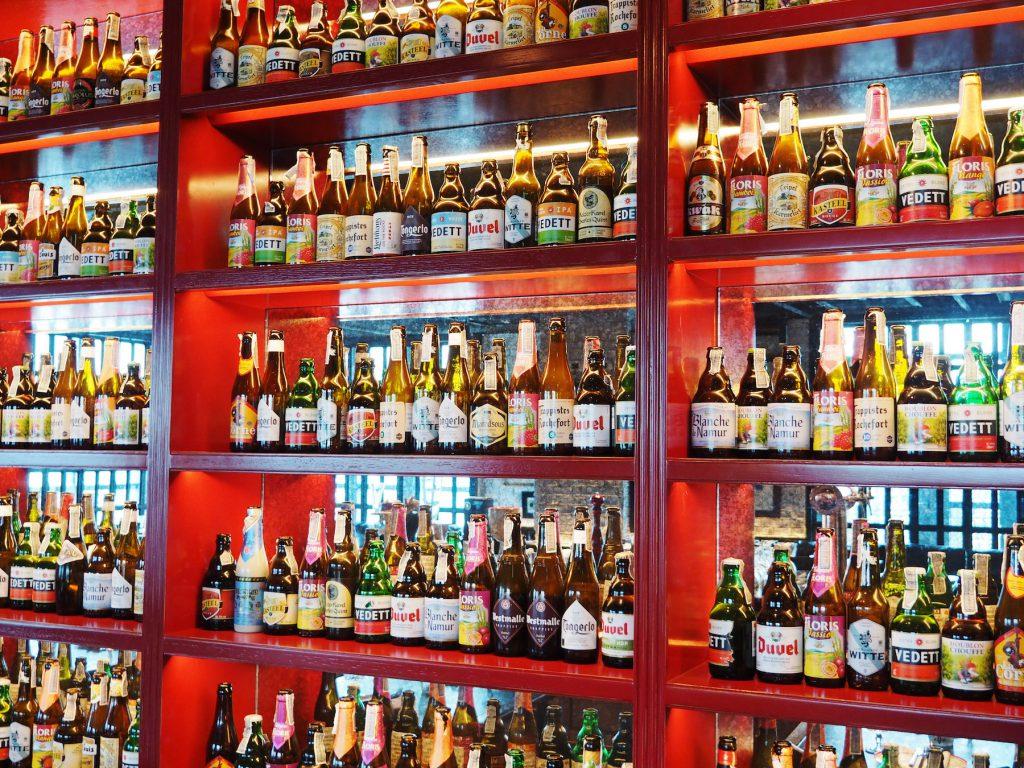 バンコクのルーフトップバー「ベルガ・ルーフトップバー&ブラッスリー」のベルギービールショーケース