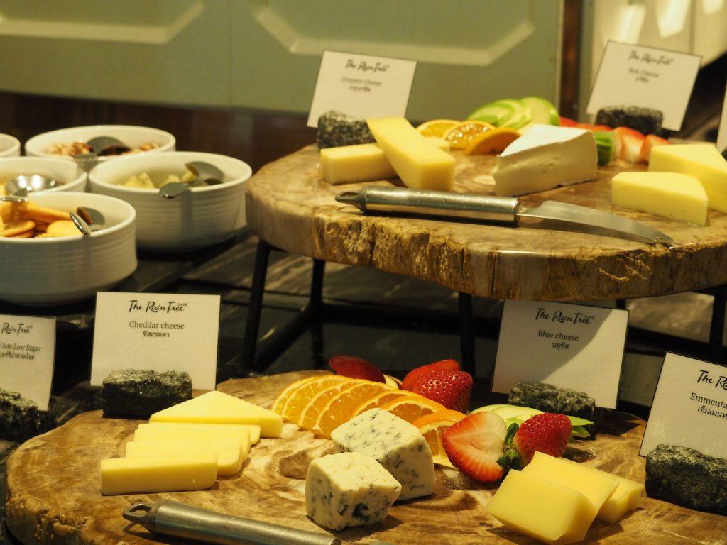 バンコクのホテルビュッフェ「レインツリーカフェ」のチーズコーナー