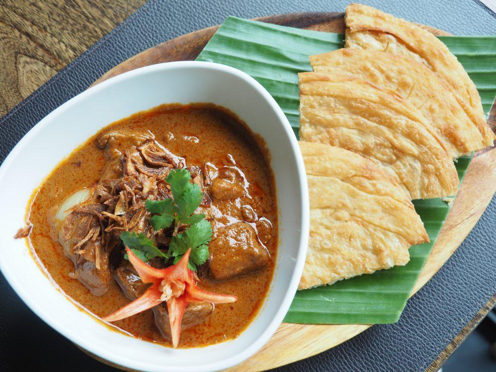 バンコクの一軒家タイ料理レストラン「タリンプリン」の「マッサマンムーソムサー ロティ」