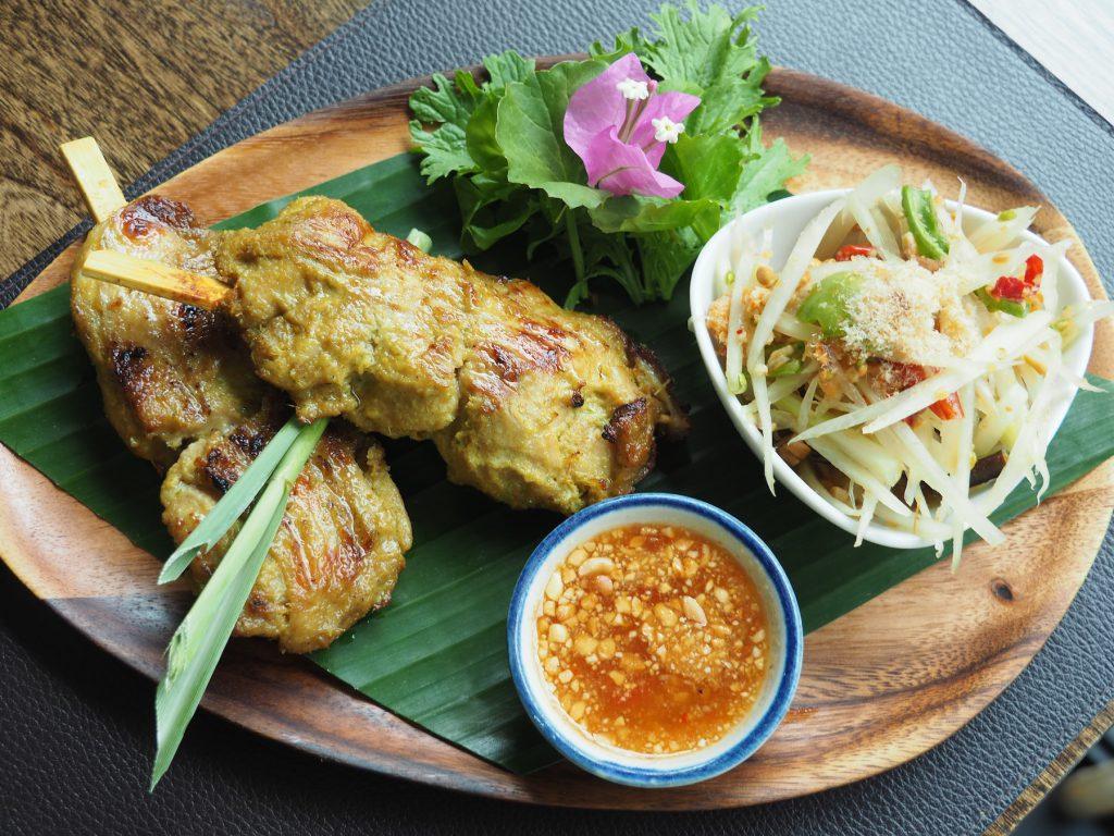バンコクの一軒家タイ料理レストラン「タリンプリン」の「ガイヤーンタクライ ソムタム」