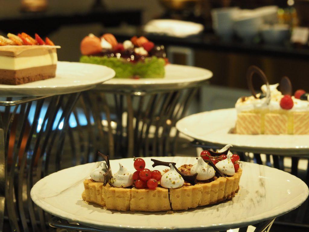 バンコクのホテルビュッフェ「レインツリーカフェ」のスイーツコーナー