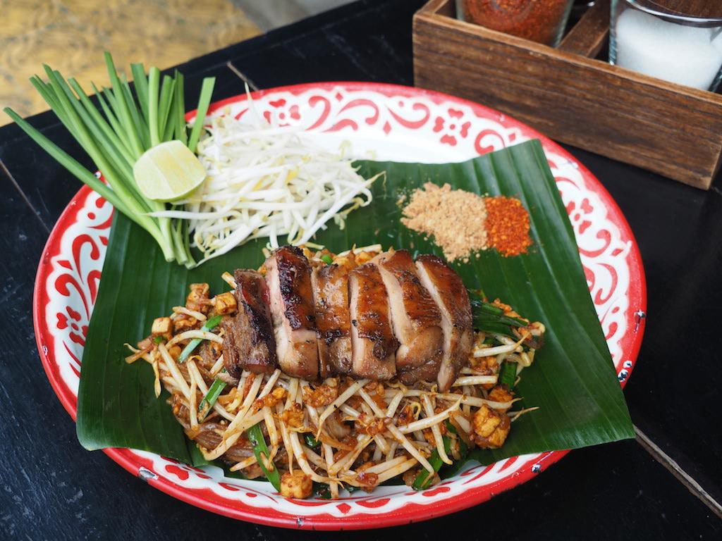 タイのレトロな古民家で味わうもちもちパッタイ ミシュランにも選ばれたパッタイ専門店「バーン・パッタイ」