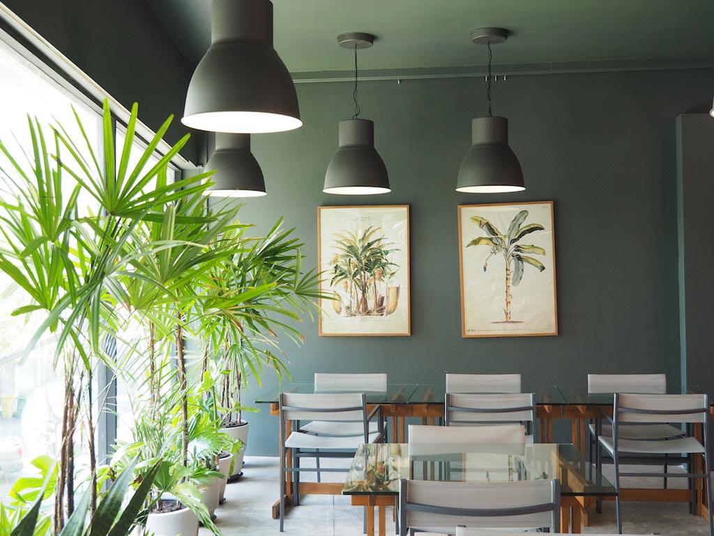 タイのミシュランシェフが手がける絶品ぶっかけ飯 話題のカオラートゲーン食堂「サムデイ・エブリデイ」