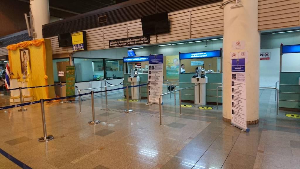 タイ入国カードの書き方と記入例、出入国審査とビザやパスポート残存期間などの条件は?
