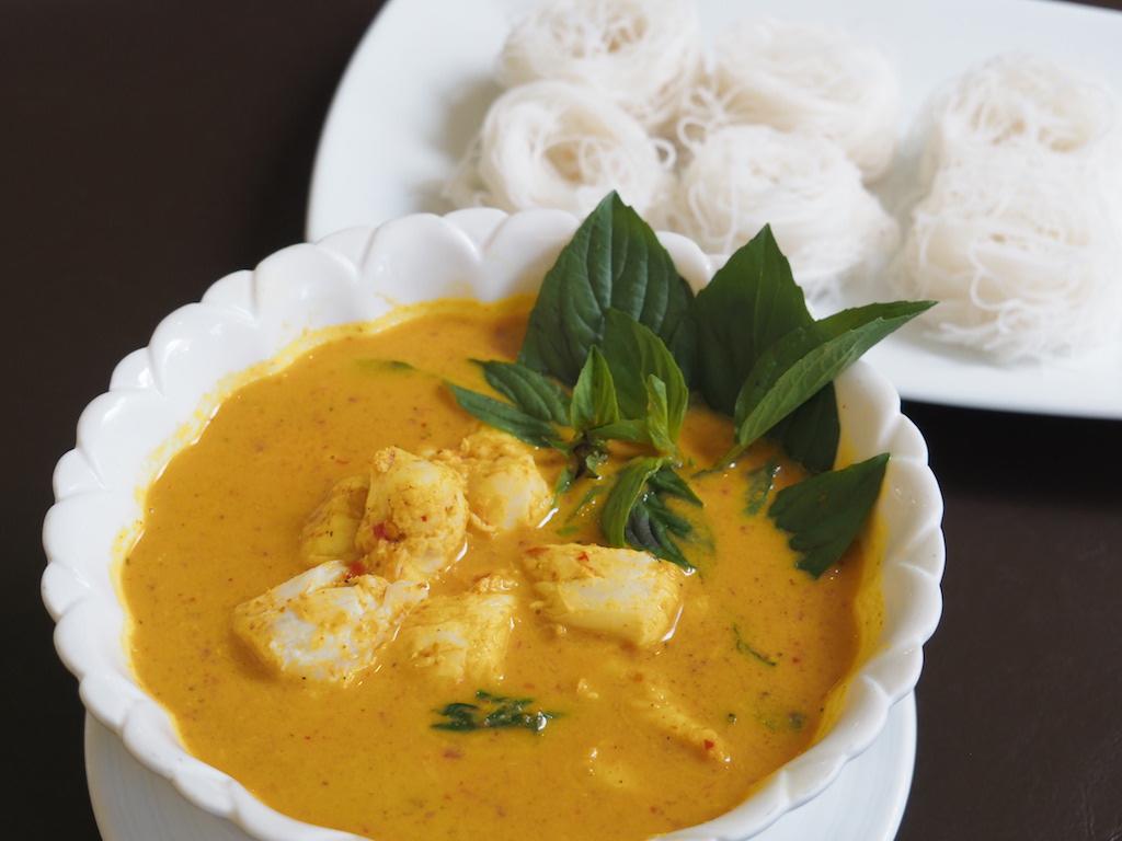 バンコクのエレガントなコロニアル風邸宅でいただく、辛くも奥深い味わいの本格タイ南部プーケット料理