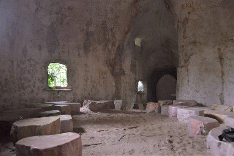 サティアン 洞窟