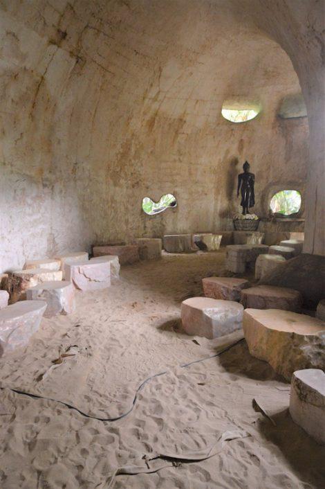 サティアン 洞窟内部