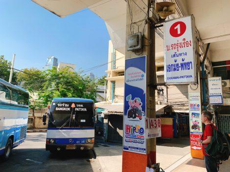 パタヤ行きバス停留所