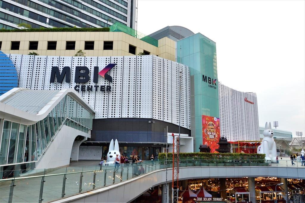 バンコクで開業から今日に至るまで外国人に大人気の雑居型デパート「MBKセンター」