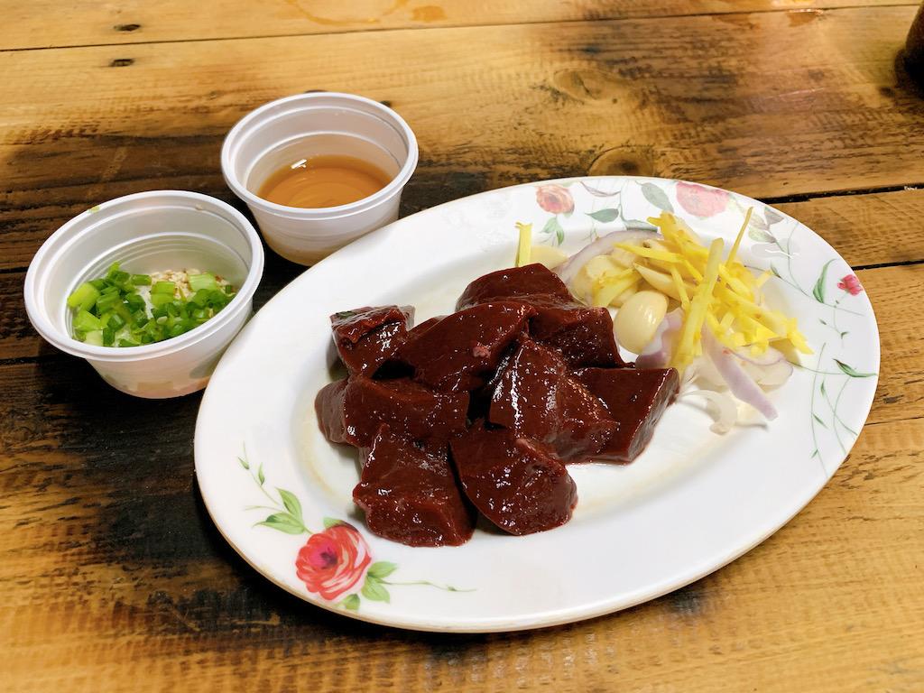 バンコク・プラカノンの屋台で食べれる絶品生レバーとイサーン料理!
