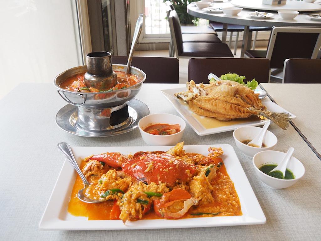 人気のタイ料理プーパッポンカリー発祥の店 「ソンブーン」で極旨シーフードを食べ尽くす!