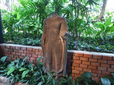 ジムトンプソン 銅像