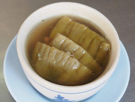 ピンクのカオマンガイ 苦瓜スープ