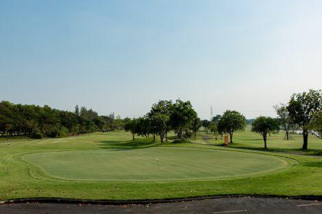 Tinidee Hotelから眺めるゴルフ場②