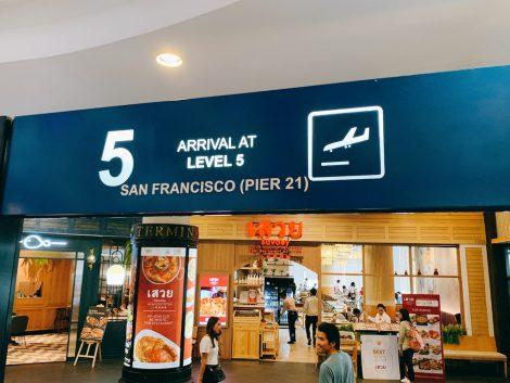 ターミナル21 5階看板