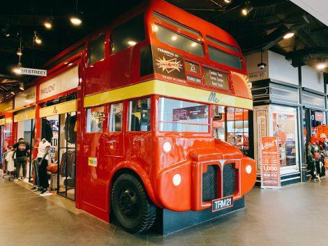 ターミナル21 赤バス