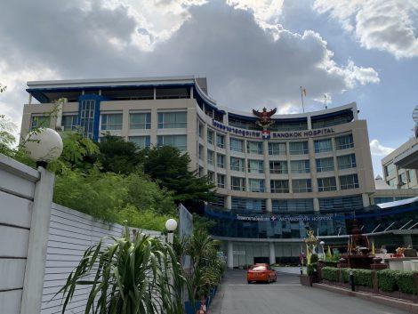 バンコク病院正面
