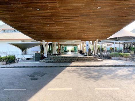 ザロイヤルジェムスゴルフシティー 玄関