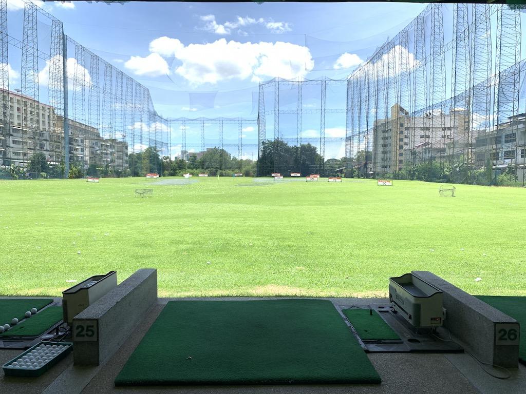 タイ・バンコク近郊の気軽に行けるゴルフ練習場「ノンシー・ドライビングレンジ(Nonsi Driving Range)」