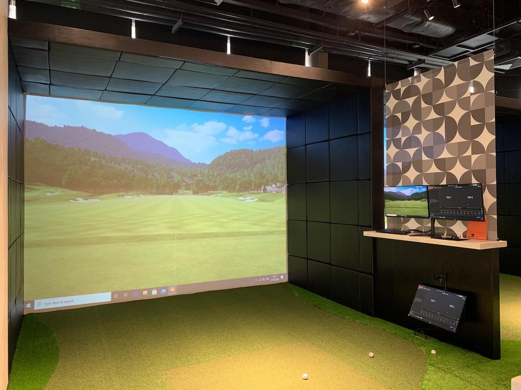 日本人プロゴルファーも在籍!タイ・バンコクのアソークに新規オープンした最新の室内ゴルフ練習場「GOLF POINT CENTER」