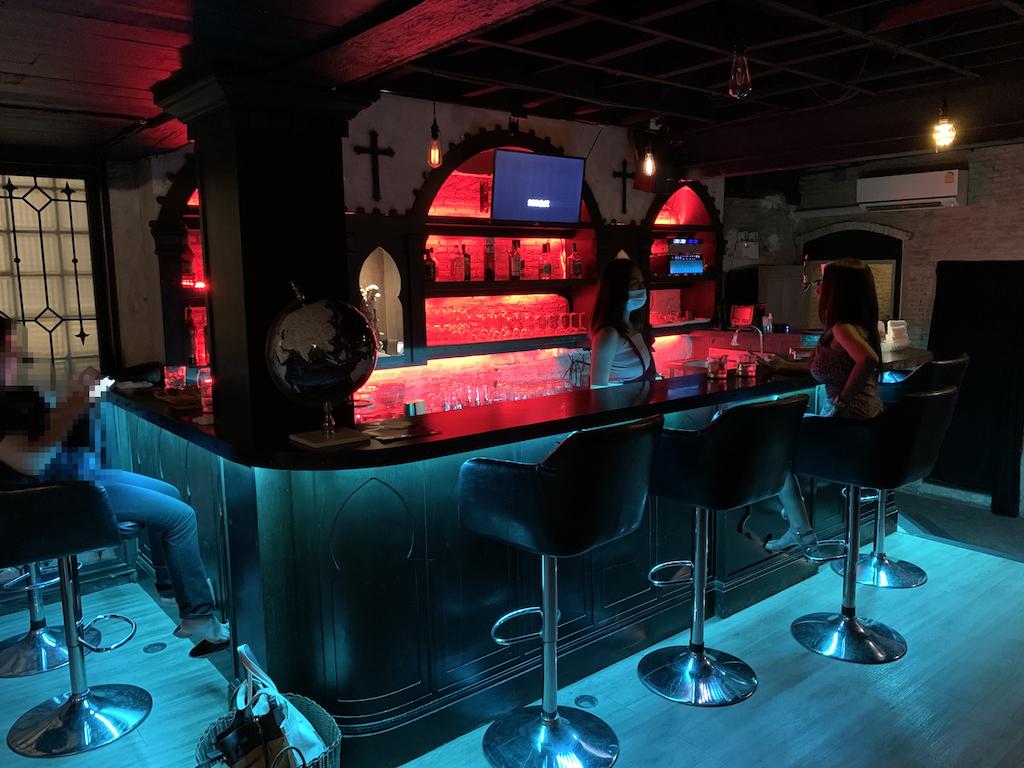 バンコク・トンローに新しくオープンした日本人常駐のお城をイメージした隠れ家バー「シーザー・キャッスル・バー(Caesar Castle Bar)」