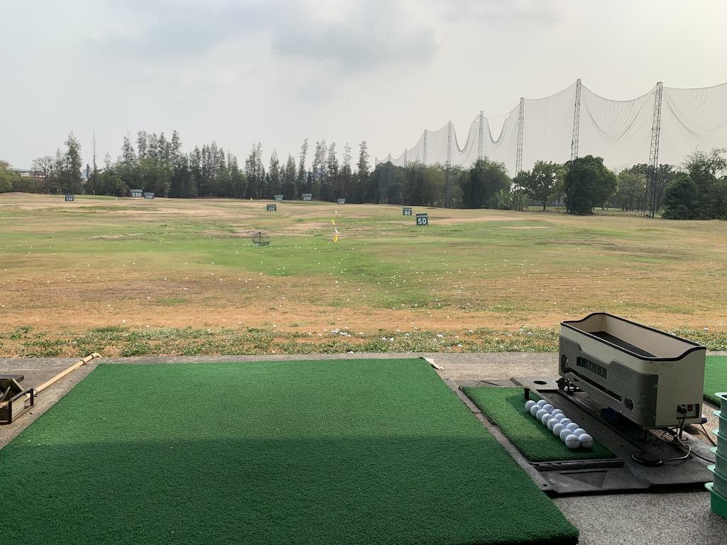 バンコクのドムアン空港近くにあるミニコース併設のゴルフ練習場「ノースパーク・ドライビングレンジ(North Park Driving Range)」