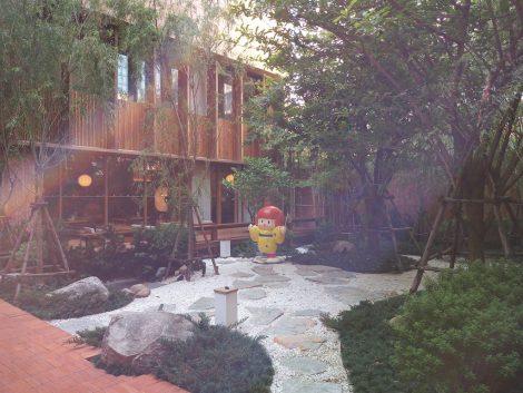 湯の森 中庭