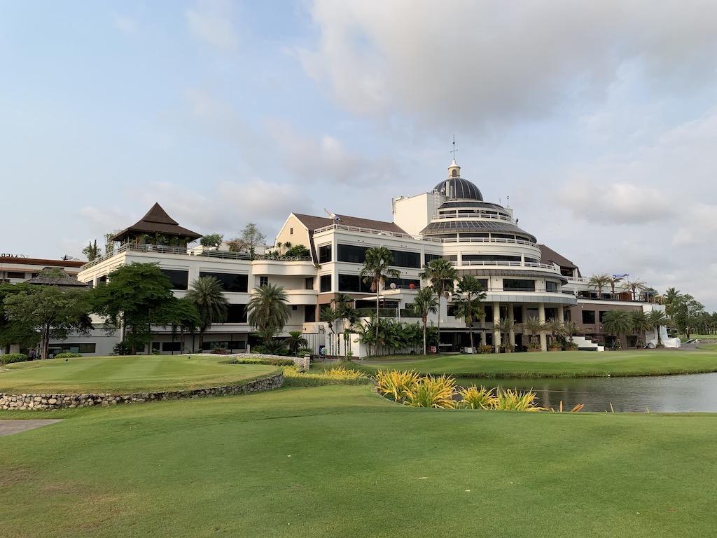 バンコク市内から30分の所にある5つ星ホテル併設のラグジュアリーゴルフクラブ「サミット・ウィンドミル・ゴルフクラブ(Summit Windmill Golf Club)」